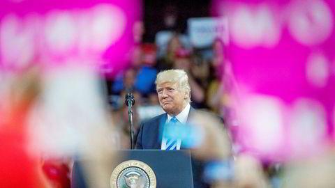 President Donald Trump kommenterte ikke den dramatiske juridiske utviklingen på folkemøtet i Charleston tirsdag kveld. Men han understreker i en kommentar til pressekorpset at Paul Manafort er en bra mann, og at det er veldig uheldig det som har skjedd.