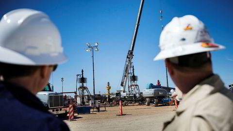 Amerikansk skifer kan få en årlig vekst på over én million fat per dag de neste fem årene, gitt dagens oljepris og uten noen betydelig økning i aktivitetsnivå, skriver artikkelforfatteren. Her fra Conoco Philips anlegg i Eagle Ford, Texas, hvor det er et stort skiferoljefelt.