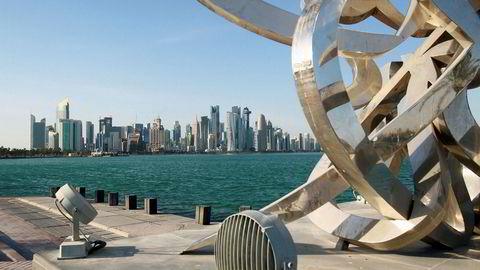 Qatars hovedstad Doha er blitt en moderne storby siden årtusenskiftet. Blokaden koster lokale selskaper dyrt. USA og Kuwait forsøker å få partene til forhandlingsbordet.