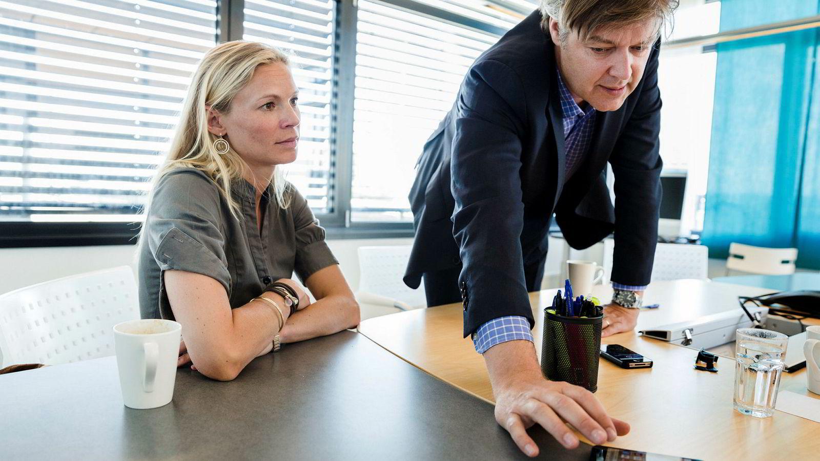 Karin Greve-Isdahl i Storebrand startet med å lese Agatha Christie. Her er hun sammen med Lars Boilesen.