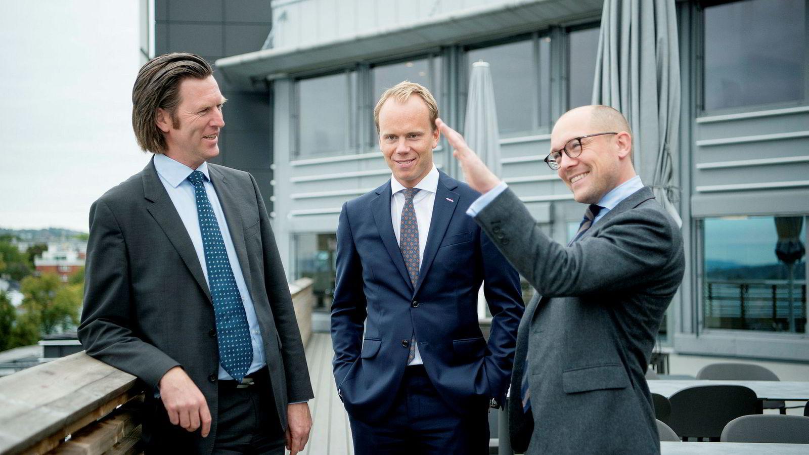 Fra venstre: Analytikerne Terje Fatnes, Halvor Strand Nygård og Harald Øyen i SEB.
