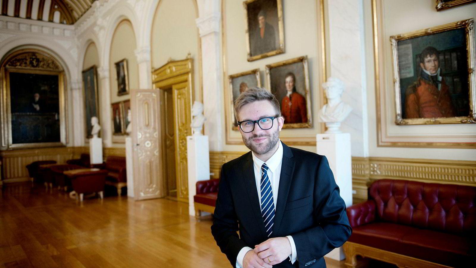 Høyres Stefan Heggelund ber folk flest boikotte Esso og Shell på grunn av palmeoljebruk i drivstoffmiksen.