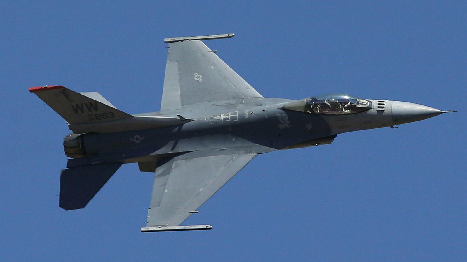 Et amerikansk jagerfly av typen F-16 under en oppvisning i India. Trump-administrasjonen vil selge jagerfly til Taiwan, noe som neppe vil bli tatt godt imot i Beijing.