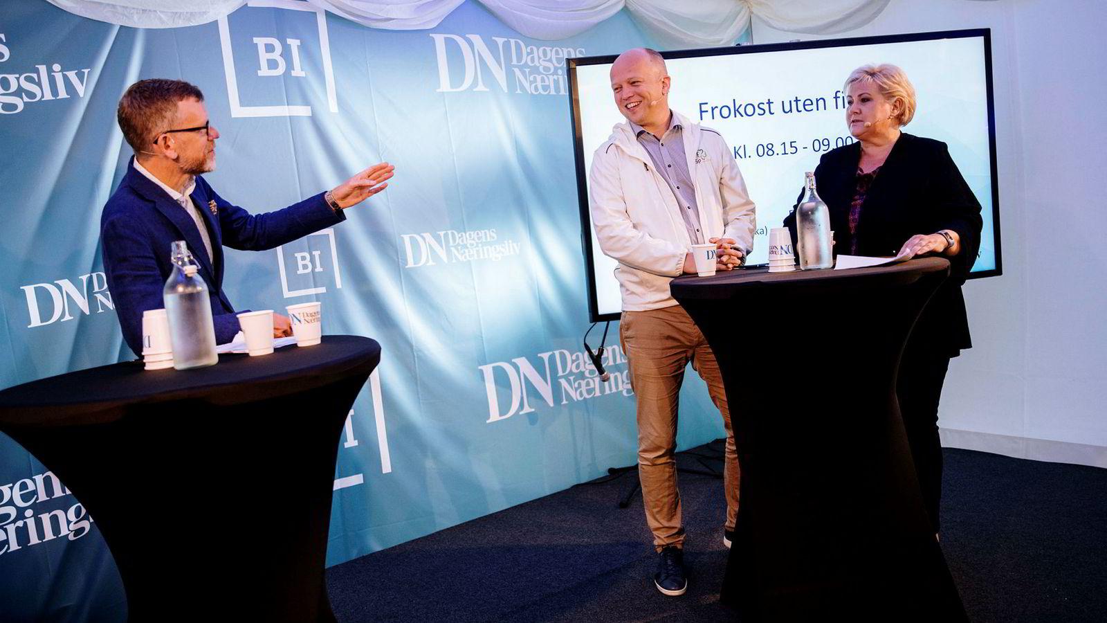Fra venstre: Kjetil Bragli Alstadheim, politisk redaktør i DN, Trygve Slagsvold Vedum og Erna Solberg fra «Frokost uten filter».