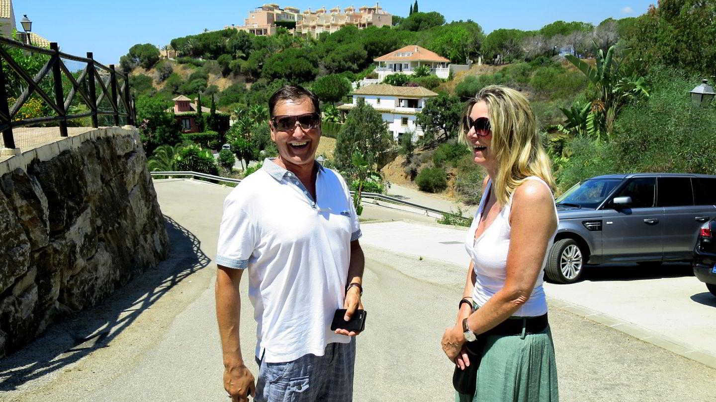 Runar og Greta Sørensen kan ikke vente med å få seg en feriebolig i dette området i Marbella. Foto: