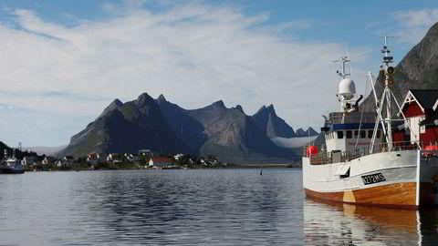 Norge og fiskeriminister Harald Tom Nesvik (Frp) står klar til å snakke med Storbritannia om fiskeripolitikken etter en potensielt hard brexit. Her Reine i Lofoten.