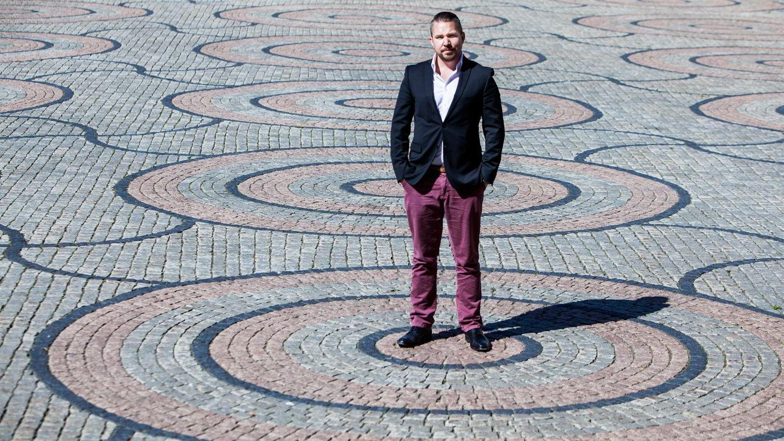 Erling Løken Andersen (34) hjelper bedrifter som har fått negativ omtale på nettet.