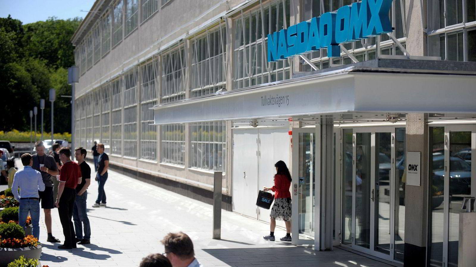 Ey nettverk av daytradere mistenkes for å ha manipulert aksjekurser i store selskaper på Stockholmsbørsen.