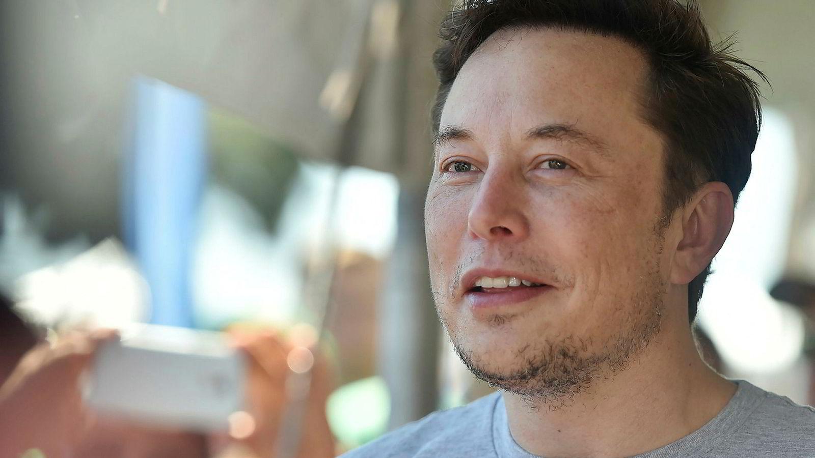 Tesla-sjef Elon Musk måtte tåle en kraftig smekk på Wall Street fredag.