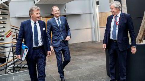 Niels Smedegaard (i midten) overtok som Norwegians styreleder i mai i år, og fikk aksjer for 1,5 millioner kroner i selskapet for å ta jobben. Etter fredagens spekulasjoner om oppkjøp, er investeringen godt i pluss. Her fra generalforsamlingen med avgått styreleder Bjørn H. Kise (til venstre) og toppsjef Bjørn Kjos.