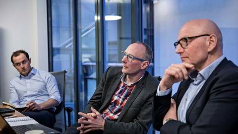 Rune Røsten (i midten) leder Schibsted Vekst, som står for mange av mediekonsernets investeringer i gründerbedrifter. Til høyre sitter konsernsjef Didrik Munch i Schibsted Norge. Til venstreSchibsted-direktør Jacob A. Møller, som er ansvarlig for oppkjøp og fusjoner.
