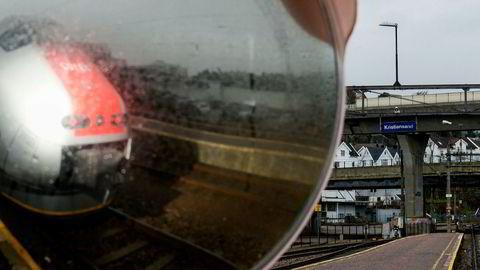 Til neste år skal NSB etter planen ikke lenger kjøre tog på Sørlandsbanen, som her på Kristiansand stasjon.
