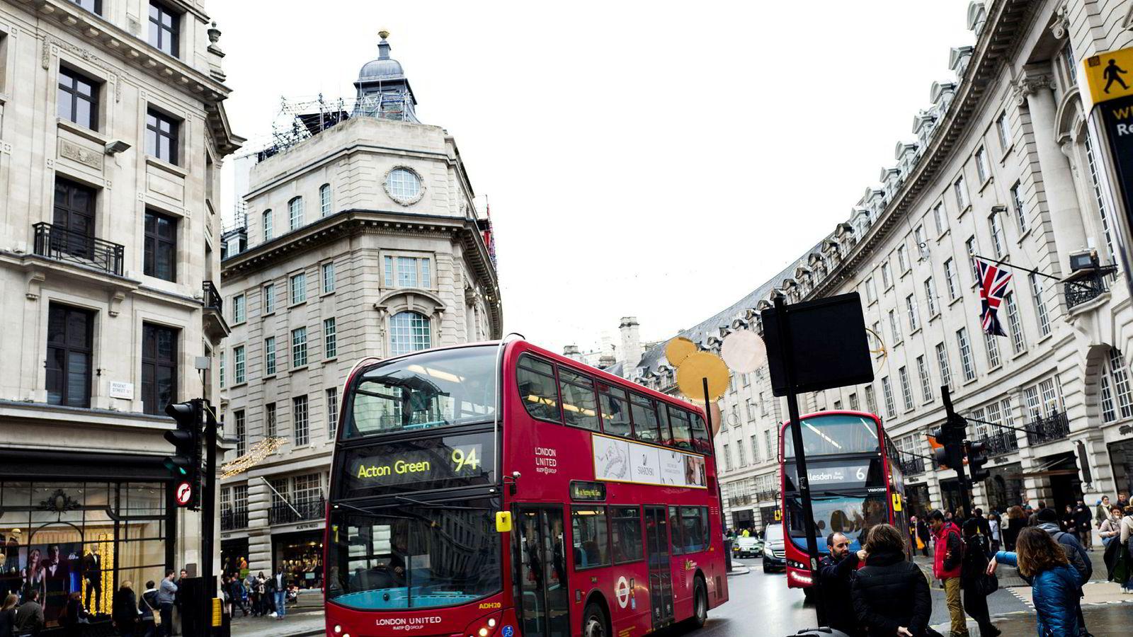 Eiendomsinvesteringer passer dårlig med det Oljefondet ellers holder på med. Her fra Regent Street i Londons hvor fondet kjøpte flere eiendommer i 2011.