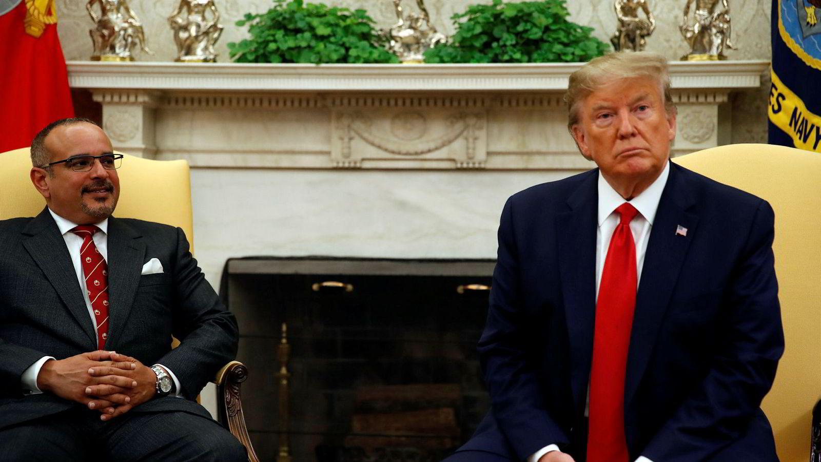 President Donald Trump og Bahrains kronprins Salman bin Hamad Al Khalifa i The Oval Office i Det hvite hus mandag kveld.