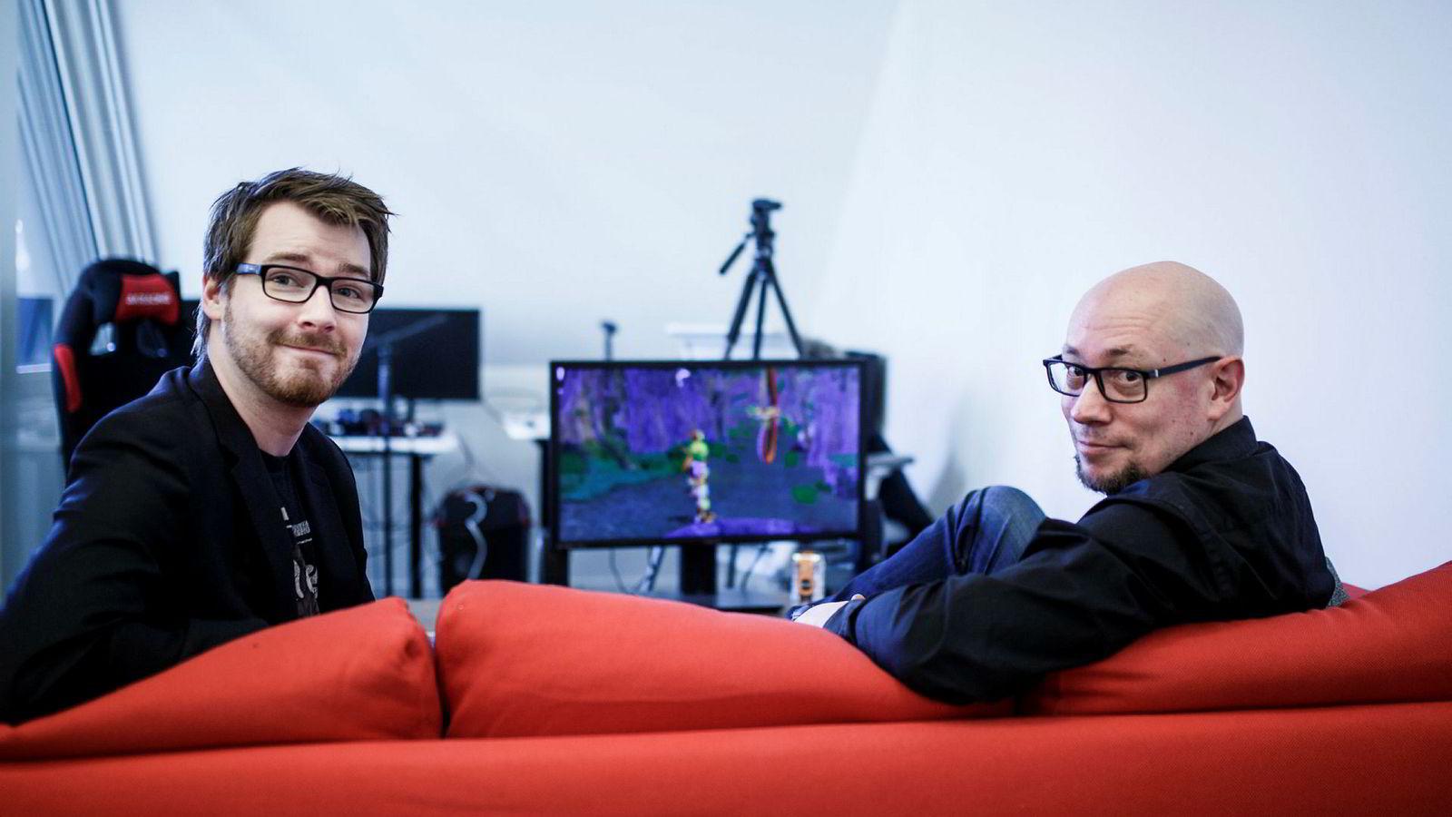 Rune Fjeld Olsen (t.h) og Karl-Martin Hogsnes i Youtube-kanalen Level Up Norge. Olsen tror spillbransjen må forberede seg på en tid med omstilling og mer brukerorienterte forretningsmodeller.