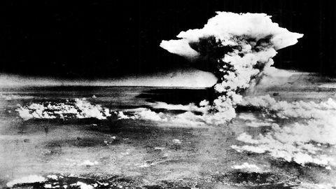 Det viktigste våpenkappløpet i verden i dag er ikke atomvåpen, det er kunstig intelligens, kunstig liv og robotikk. Her bilde av atombomben som ble droppet over Hiroshima, i Japan, under annen verdenskrig.