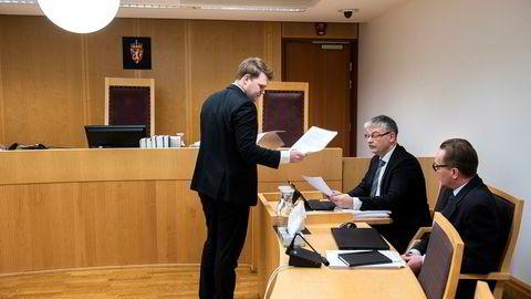 Fra venstre er ABOs advokat Fredrik Verling som formelt representerer European High Growth Opportunities Securization Fund, advokat Hugo Pedersen Matre som representerer Lavo.tv og finansdirektør i Lavo, Jens Christian Kuhnle (til høyre).