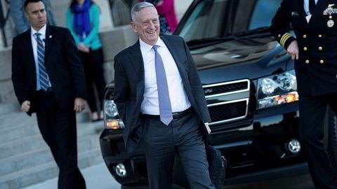Forsvarsminister Jim Mattis har tro på diplomatisk løsning overfor Nord-Korea. Her ankommer han Pentagon torsdag.