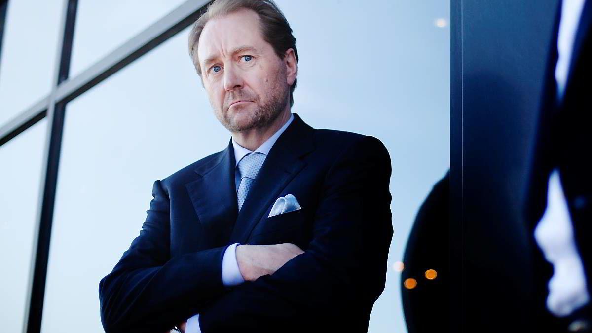 Kjell Inge Røkke kommer med sterk kritikk av regjeringens fiskeripolitikk. Bildet er tatt etter en pressekonferanse på Aker Stadion i Molde tidligere i år.