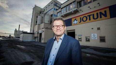 – Det er ikke til å legge skjul på at vi opplever en krevende situasjon med høyere råvarepriser og økende prispress, sier konsernsjef Morten Fon i Jotun