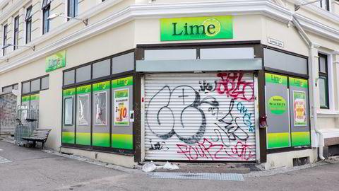 Flere Lime-butikker er stengt etter at etterforskningen mot Lime-ledelsen er rullet opp. Her fra den stengte Lime-butikken på Tøyen i Oslo. Foto: Torstein Bøe /