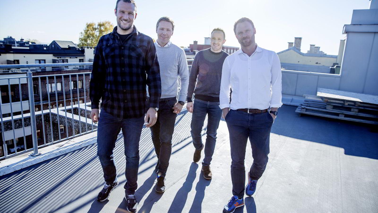 Utvikler alpin-app: Norselab-ledelsen, her ved investor og styremedlem Aksel Lund Svindal (t.v.), administrerende direktør Kjetil Olsen, og grunnleggerne Christian Lundvang og Yngve Tvedt (t.h.). Foto: Fredrik Bjerknes
