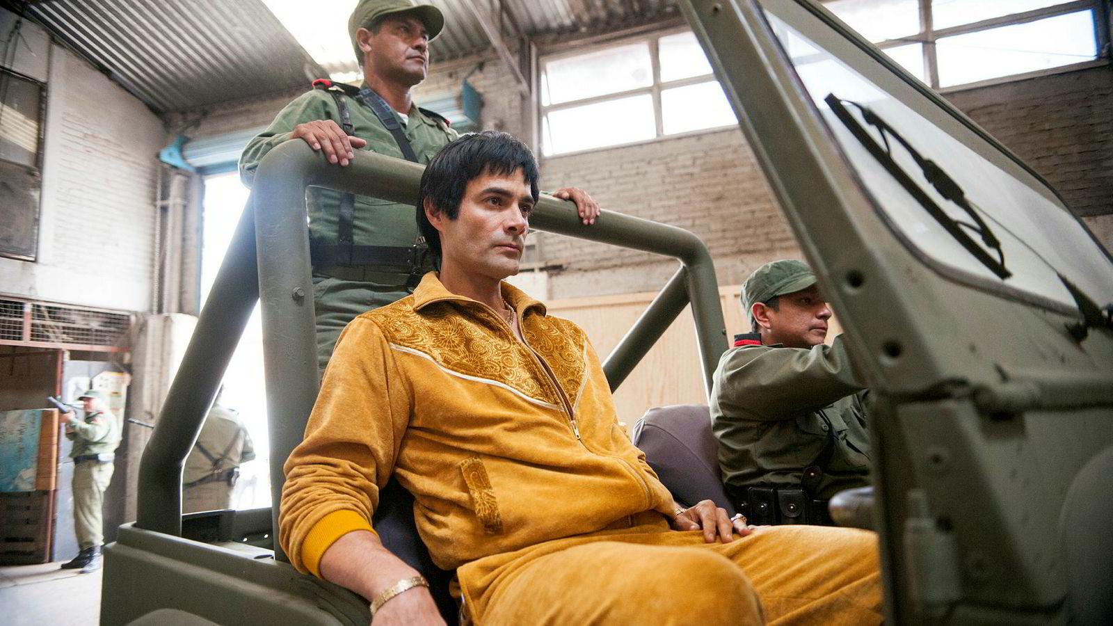 «Narcos: Mexico» er en slags forhistorie til «Narcos», og blir raskt et minst like fengslende og interessant drama som forløperen.