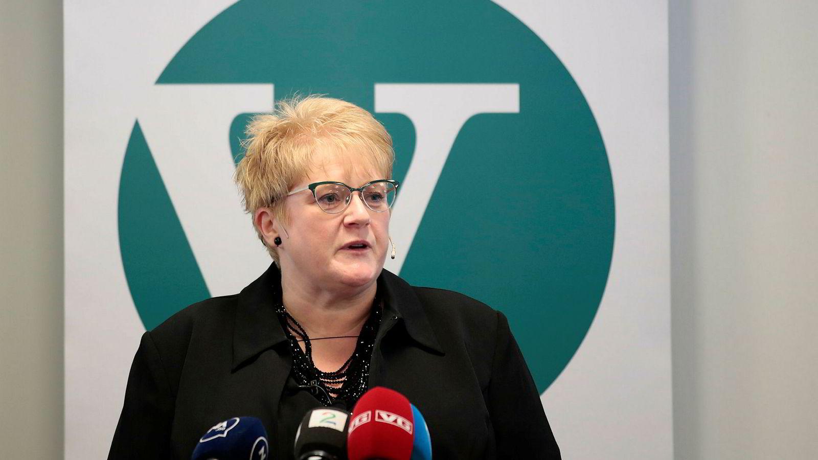 Det har stormet rundt Venstre-leder Trine Skei Grande den siste uken. Lørdag møtte hun partiets landsstyre i Oslo.