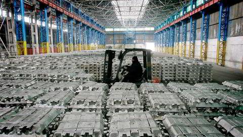 20. desember 2006 inngikk Hydro en ny avtale med aluminiumsverket Talco i Tadsjikistan. Foto: Nozim Kalandarov/Reuters/NTB Scanpix