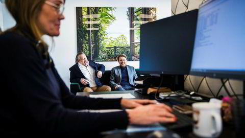 Martin Dahl Jespersen (til høyre) og Rolf Eirik Kjeseth i Private Travel Lab skreddersyr luksusreiser for enhver smak, så lenge lommeboken din er tykk nok. I forgrunnen sitter Susanne Larsson og selger reiser.