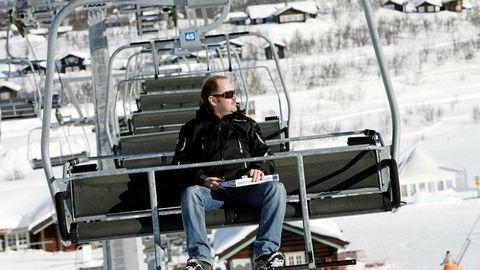 Eiendomsutvikler Arne Pålgardhaugen sier han får tårer i øynene nå som heis og eiendom er samlet etter tiår med uro og stagnasjon. Foto: Øyvind Elvsborg