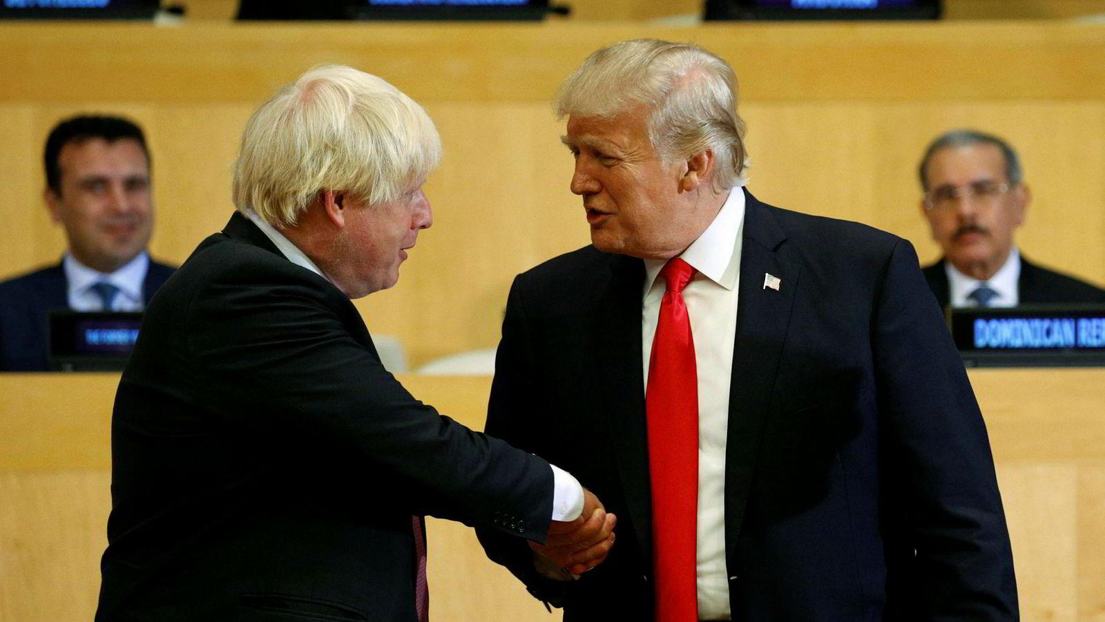 Denne uken har skjellsordene haglet, med anklager om at Boris Johnson kommer til å ende som «Trumps puddel» eller «guvernør i den 51. amerikanske staten». Det er overdrevet, men ikke tatt helt ut av løse luften.