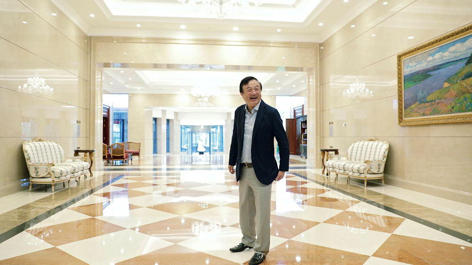 Det var et tidsspørsmål før USA så på Huawei som en trussel og ville igangsette gjengjeldelse, sier grunnlegger Ren Zhengfei. Han mener Huawei har tre års forsprang på konkurrentene. Her fotografert ved selskapets hovedkontor i Shenzhen, Kina,