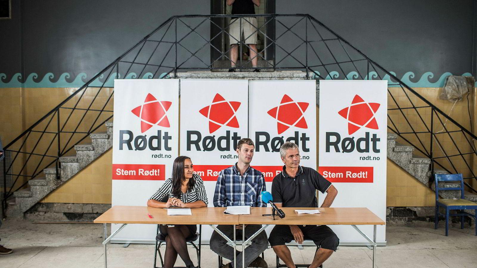 Rødts Seher Aydar (til venstre) kaller EUs fjerde energipakke for «del to» av fjorårets Acer-strid. På bildet er Aydar sammen med partileder Bjørnar Moxnes og Boye Ullmann.