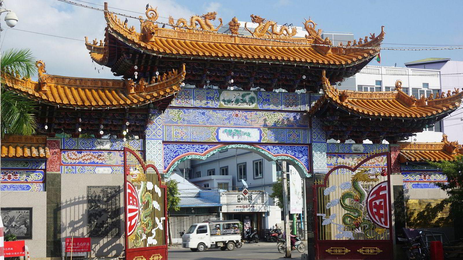 Bildet viser et kinesisk tempel i sentrum av Mandalay.