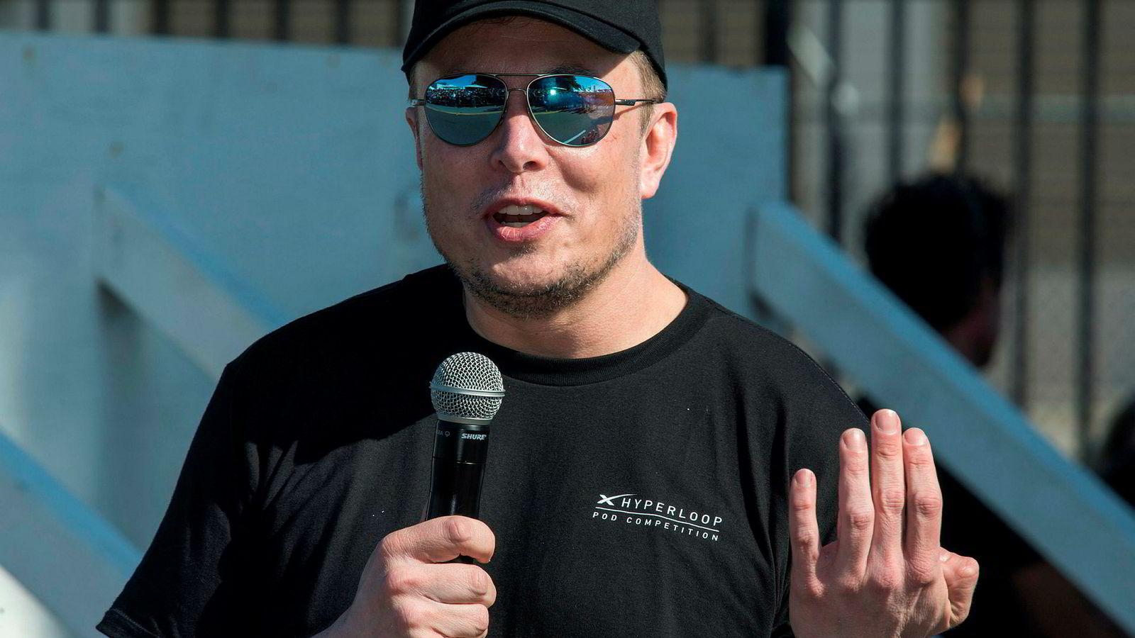 Tesla-sjef Elon Musk vil gjøre forsikringer billigere for Tesla-eiere.