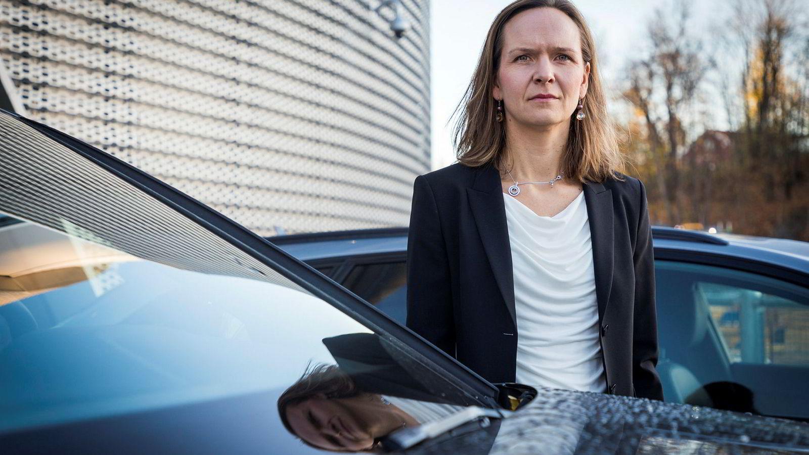 Audi-sjef Elin Sinervo i Møller Mobility Group venter på elbilen E-tron, og har nesten ikke solgt biler i november.