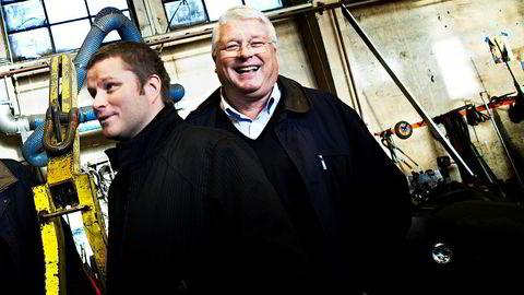 Far Ole Christian Vatvedt (til høyre) og sønn Ole-Christian Vatvedt jr. i Vatvedt Technology kjemper for å redde bedriften. Bildet ble tatt i forbindelse med at bedriften vant prisen som Årets Gaselle i Østfold i 2010.