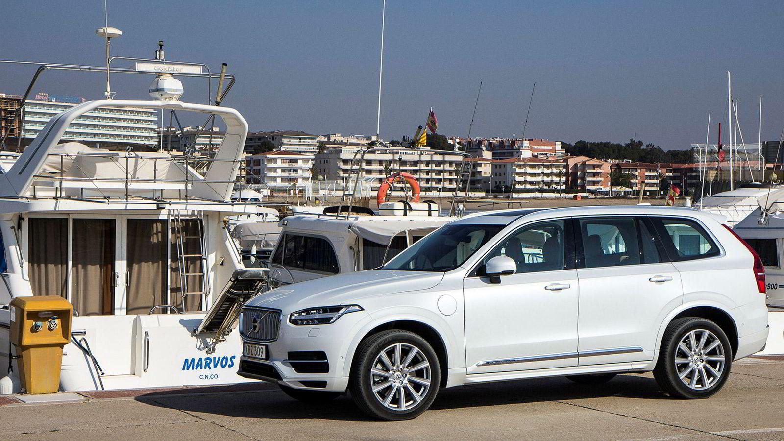 Volvo XC90 T8 er på salgstoppen blant hybridbilene. Avgiftsfordelen for hybridbiler bør strammes inn.