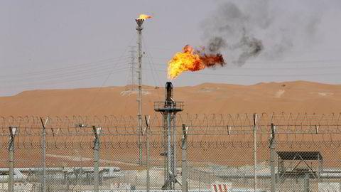 Bildet viser et av Saudi Aramcos produksjonsanlegg på oljefeltet Shaybah i Saudi-Arabia.