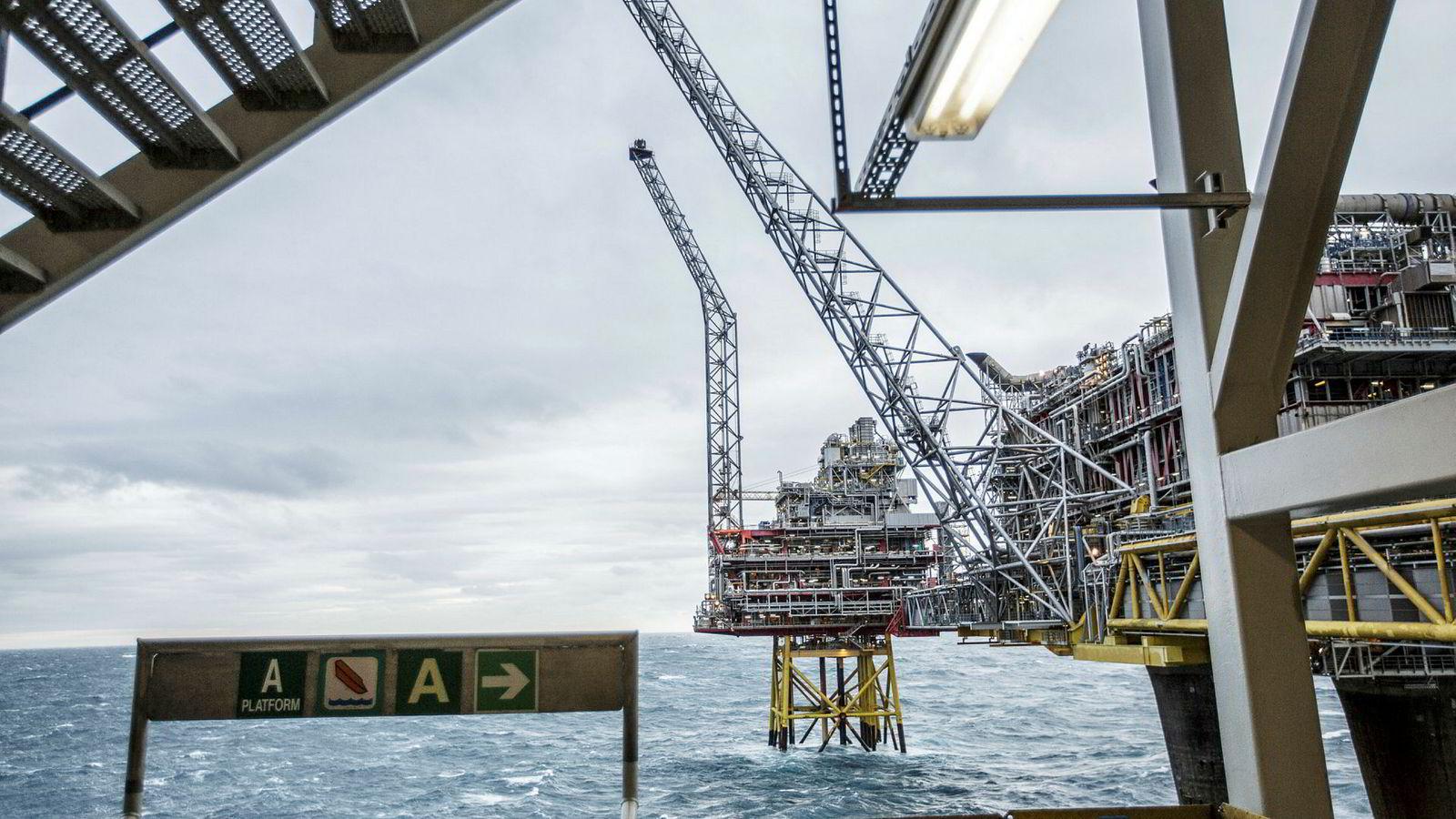 I Nordsjøen svømmer vi i data fra sensorer som er koblet til det meste av utstyr på en offshore installasjon, uten å utnytte mulighetene dette gir, skriver artikkelforfatterne. Her fra Oseberg-feltet i Nordsjøen.