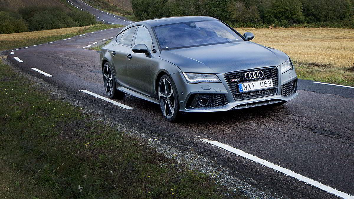 Lengden og tyngden taler mot Audi RS 7. Den kompenserer med massive ytelser og trygge kjøreegenskaper.