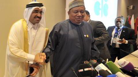 F.v. Qatars oljeminister Mohammed Bin Saleh Al-Sada og Opecs generalsekretær Mohammed Barkindo. Foto: AP/Sidali Djarboub