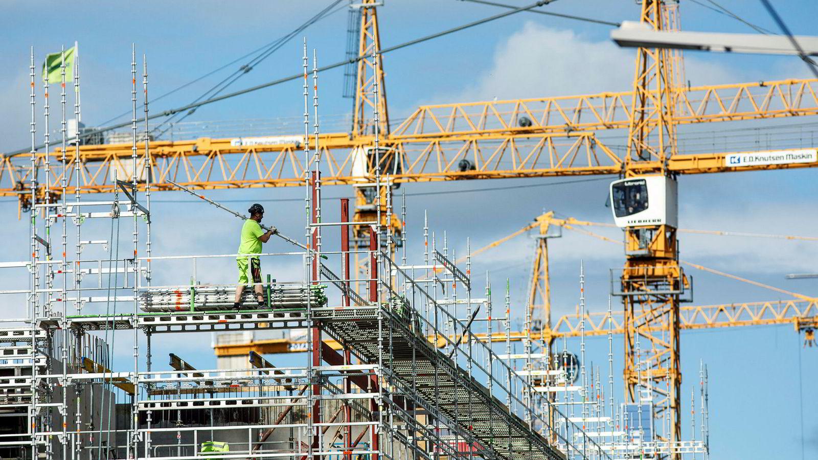 Sanntidsindeksen FNI viser at det fortsatt er høy aktivitet i norsk økonomi. Her fra en byggeplass i Oslo.