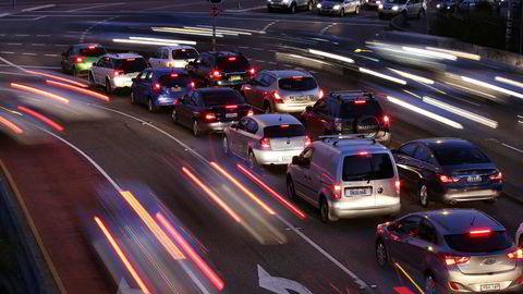 """Myndighetene i Australia vurderer lovendring for å tillate at """"førerne"""" av selvkjørende biler kan være beruset i trafikken. Bildet er fra rushtrafikken i Sydney."""