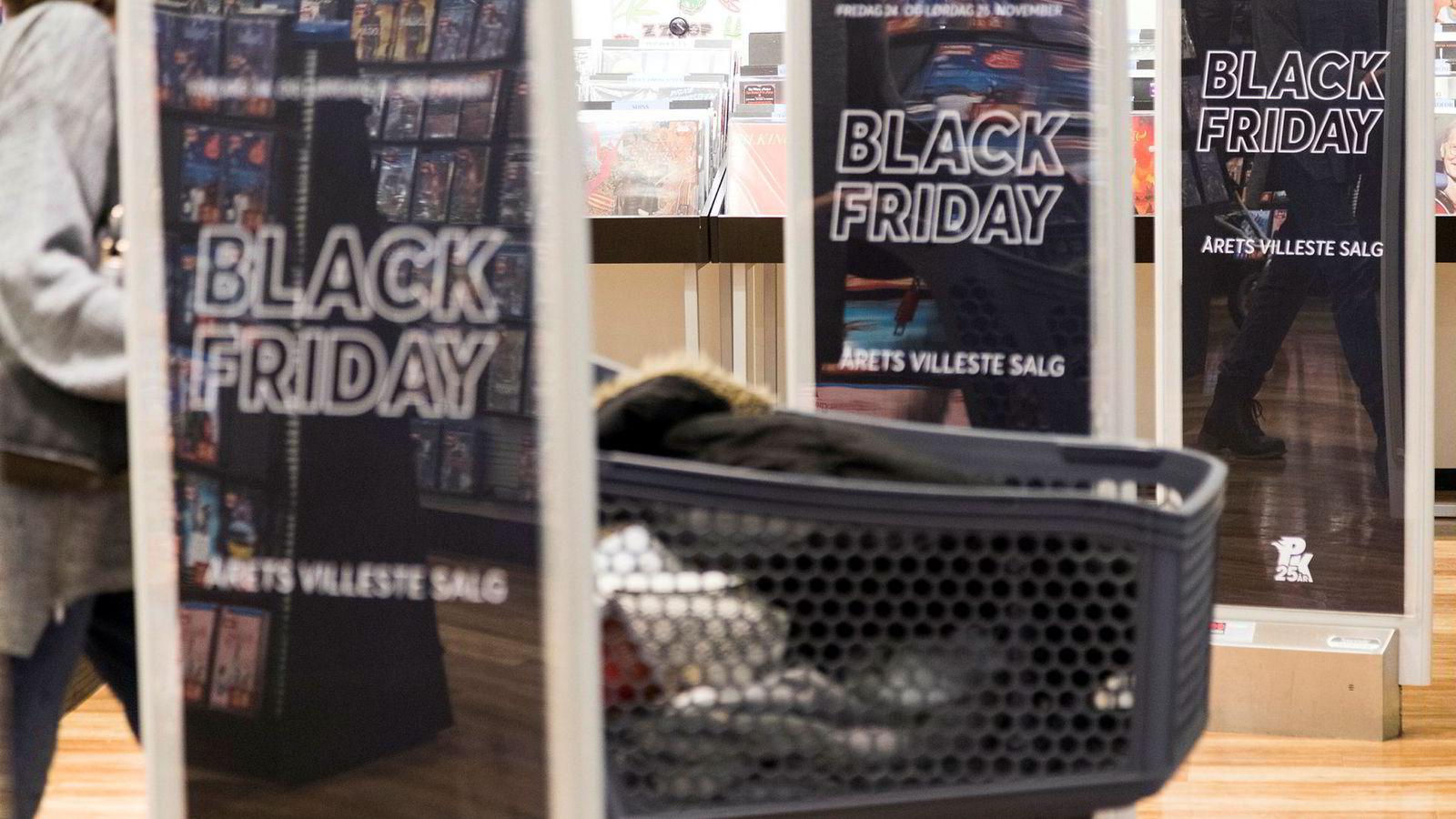 Black Friday er olje i maskineriet for de store kjedene, mens andre frittstående butikker lider, ifølge Virke.