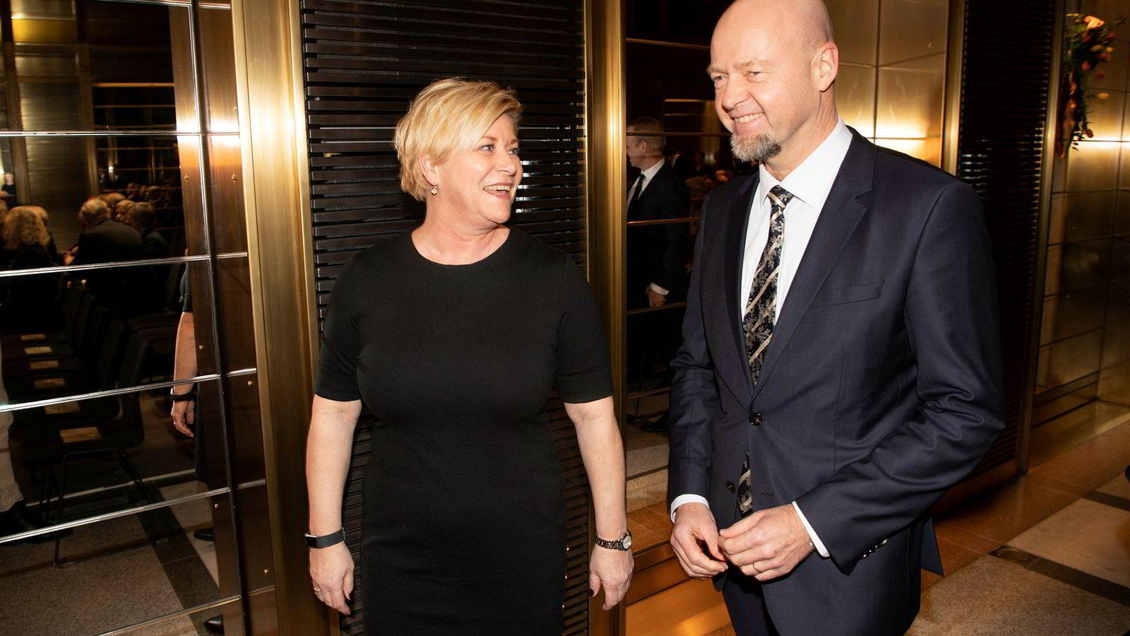 Finansminister Siv Jensen ber administrerende direktør Yngve Slyngstad i Oljefondet jobbe mer med klimarisiko.