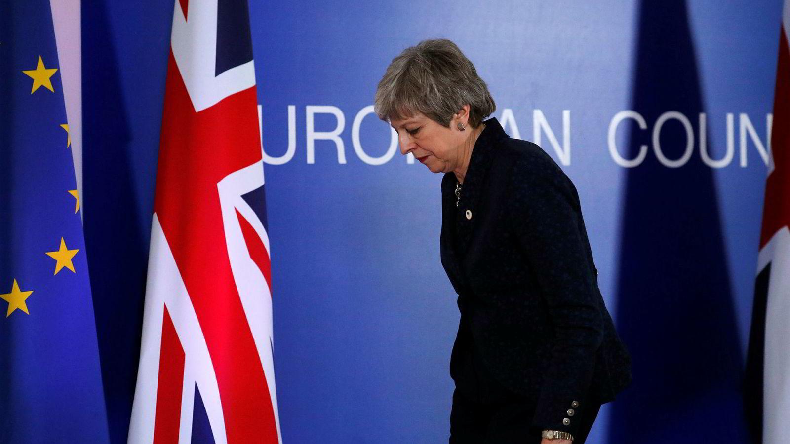 Statsminister Theresa May etter pressekonferansen i Brussel torsdag kveld.