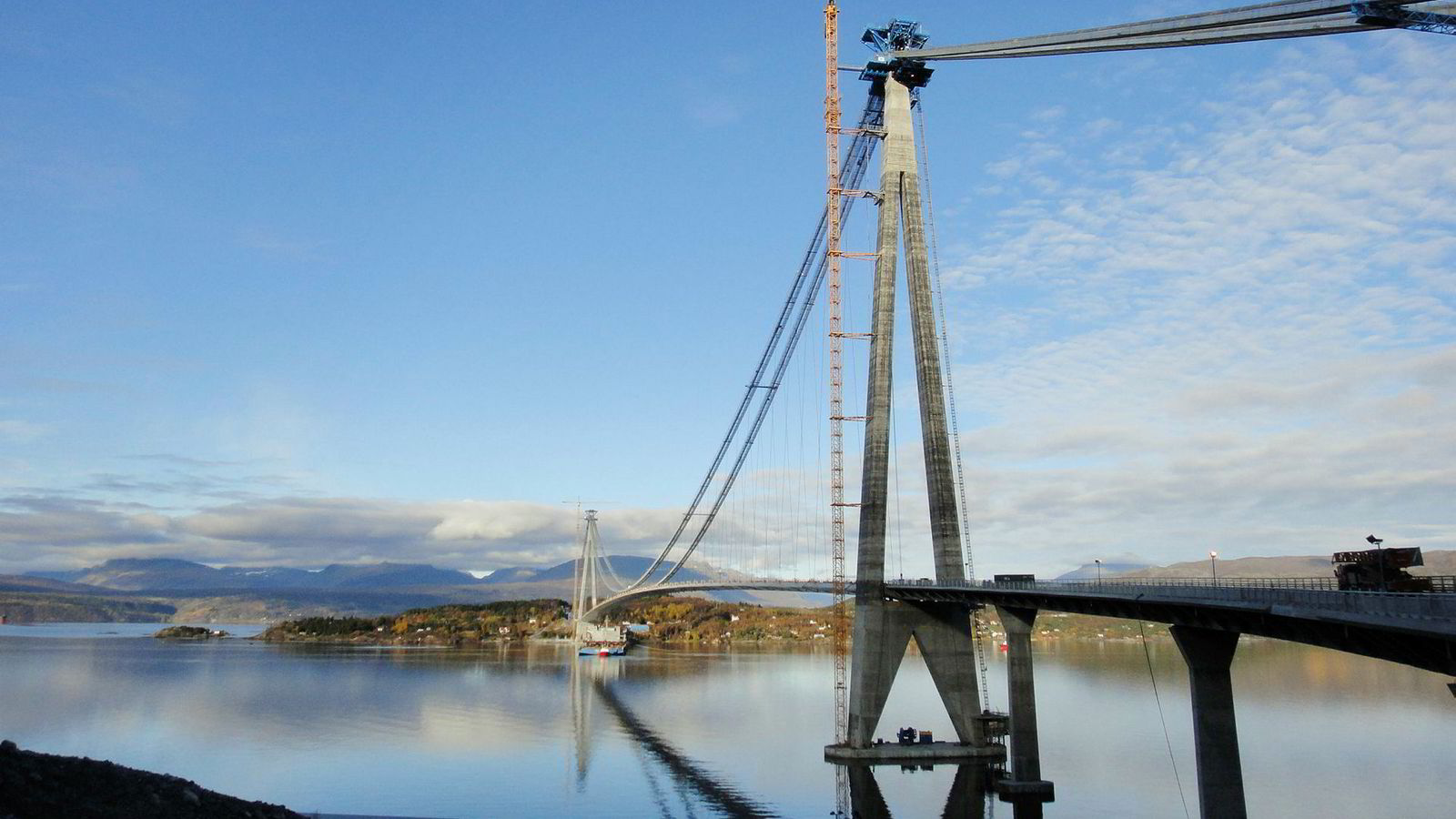 Kineserne er også entreprenør for Norges lengste hengebro, Hålogalandsbrua ved Narvik.