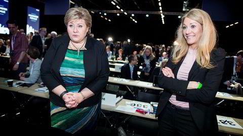 Statsminister Erna Solberg sammen med Julie Brodtkorb (t.h.), her fra 2016. Brodtkorb fungerte i mange år som statsministerens høyre hånd. Foto: Ida von Hanno Bast